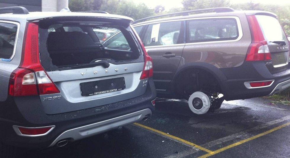 En bil hadde knust bakrute, og dekkene som lå inni bilen var stjålet. Syv andre biler hadde blitt frastjålet dekkene, og stod på blokker da de ansatte ved Frydenbø Åsane kom på jobb mandag morgen.