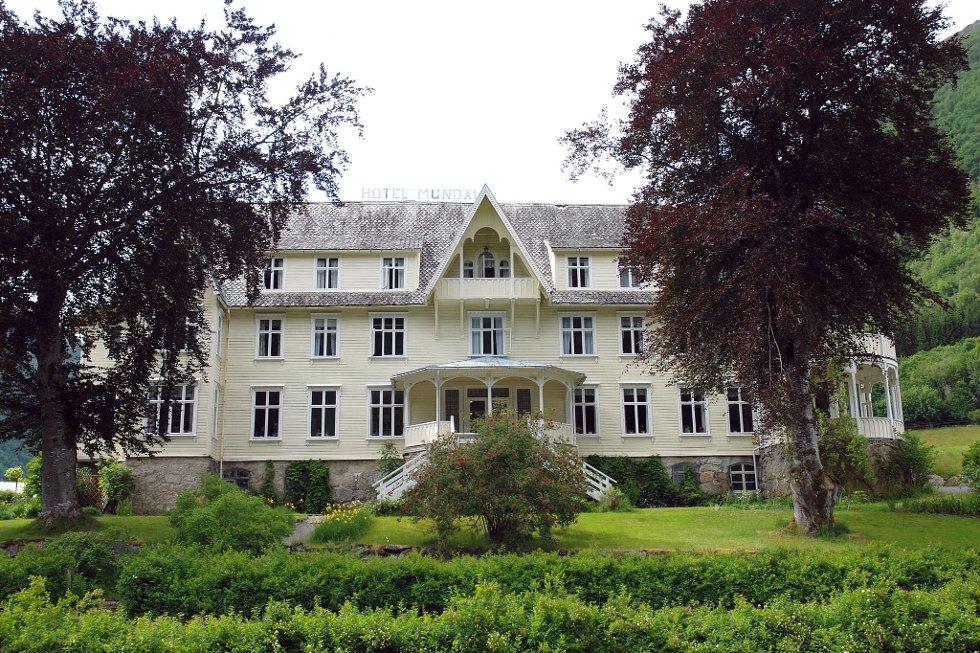 HOTELLTRADISJONEN: Familien Orheim er ikkje lenger på eigarsida i Hotell Mundal etter at Hilde Orheim Mauritzen valde å selja seg ut nyss.