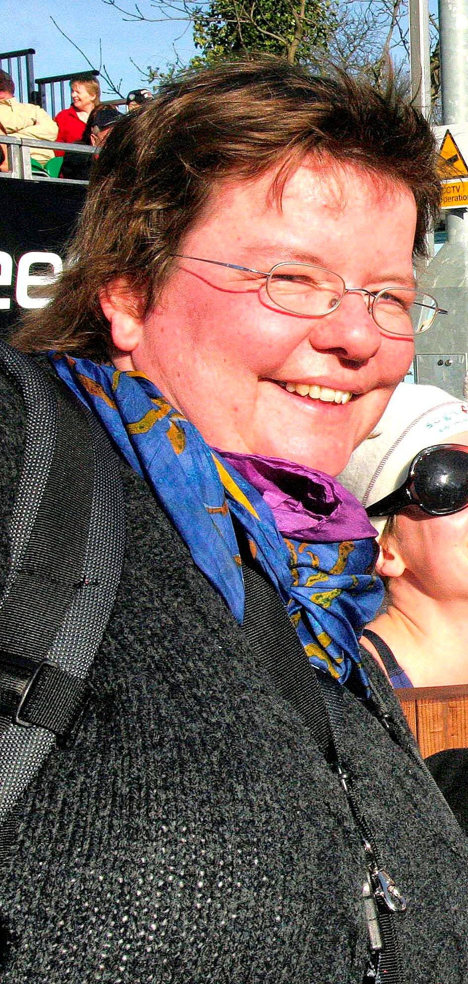 FLYTTER TIL BERGEN: Hilde Orheim Mauritzen, som har fortid i kultursjefstillinga i Balestrand, er nyss utdanna sjukepleiar og på veg til framtidig jobb i Bergen.