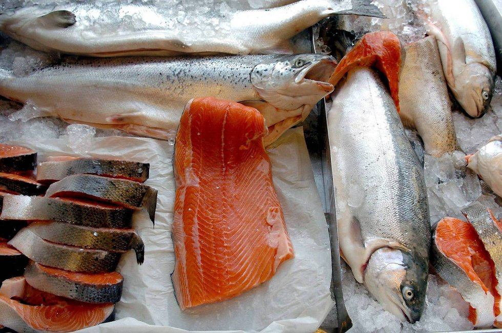 Prisen på norsk laks var i årets første kvartal 24 prosent lavere enn på samme tid i fjor.