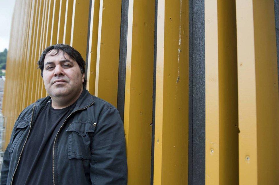 Sevdalin Radev (42) skrev under på en ulovlig arbeidskontrakt. - Mange som kommer hit for å jobbe vet ikke hvilke rettigheter de har, mener han.