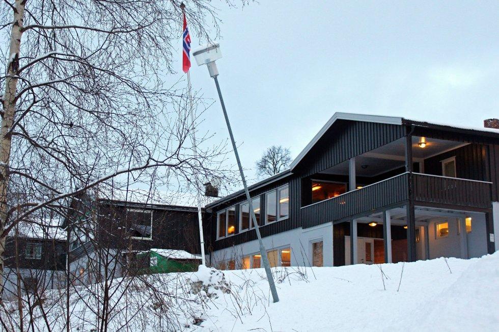 NEDLAGT: Hanskollen transittmottak i Hurdal ble nedlagt nå i juli, etter fire års drift. Eierne har nå lagt ut det tidligere hotellet for salg.