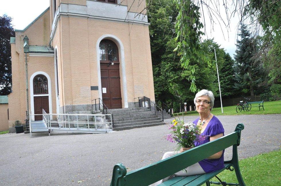Temagudstjeneste i Larvik: Med temaet «En himmel full av stjerner» vil Oddrun Pedersen fylle kirken med markblomster. (Foto: Silje Løvstad Thjømøe).