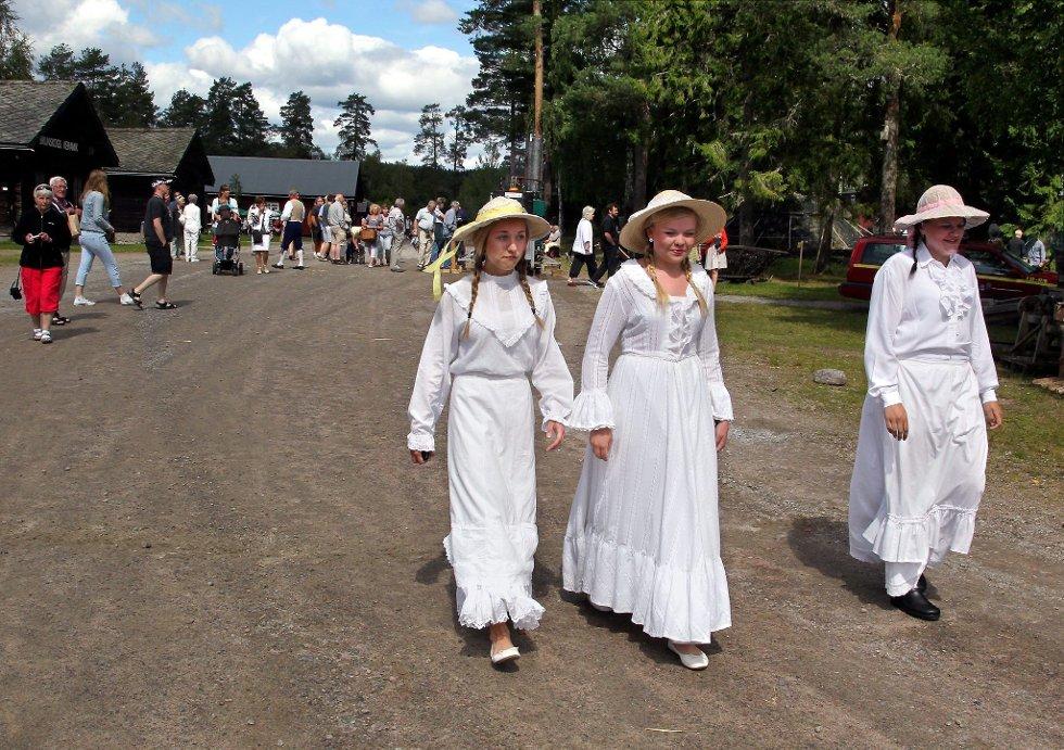 """Gammelvala i Brunskog 2012. Tre flotte """"damer"""". FOTO: FREDE Y. ERIKSEN *** Local Caption *** Foto: Frede Y. Eriksen (Foto: )"""