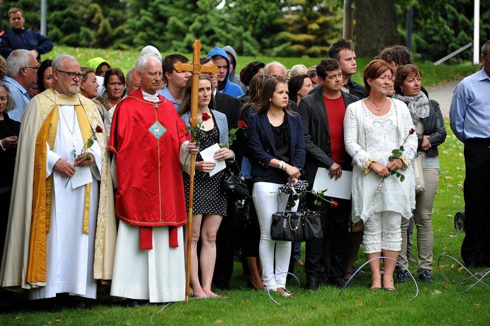 Minnemarkering etter 22 juli 2011, her ser vi blant andre: biskop Atle Sommerfeldt, prost Dag Mysen, Hildur Bakkene og Unni Espeland Marcussen *** Local Caption *** Foto: Jarl M (Foto: )