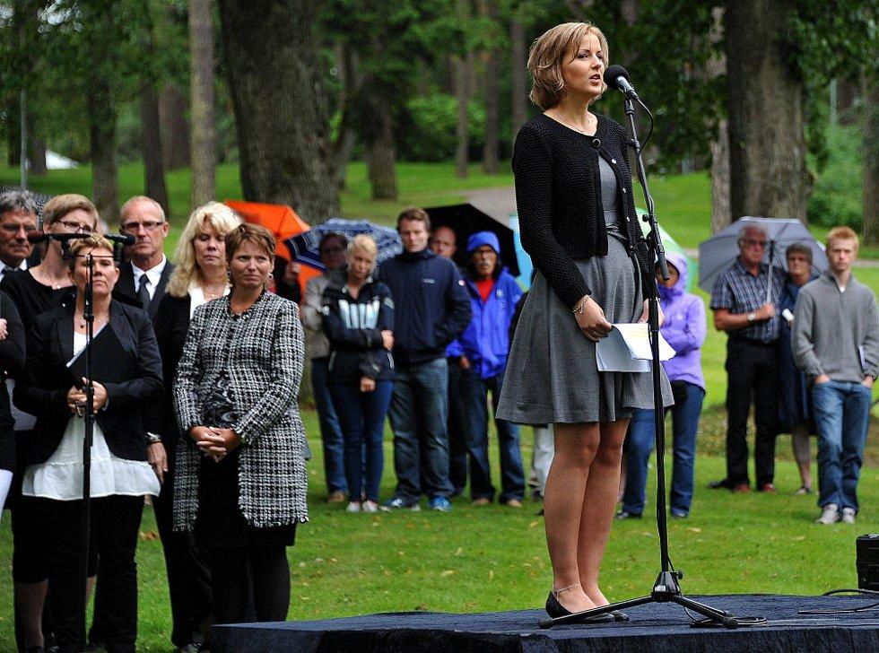 Minnemarkering ettr 22 juli, Elise Waagen holder tale *** Local Caption *** Foto: Jarl M (Foto: )