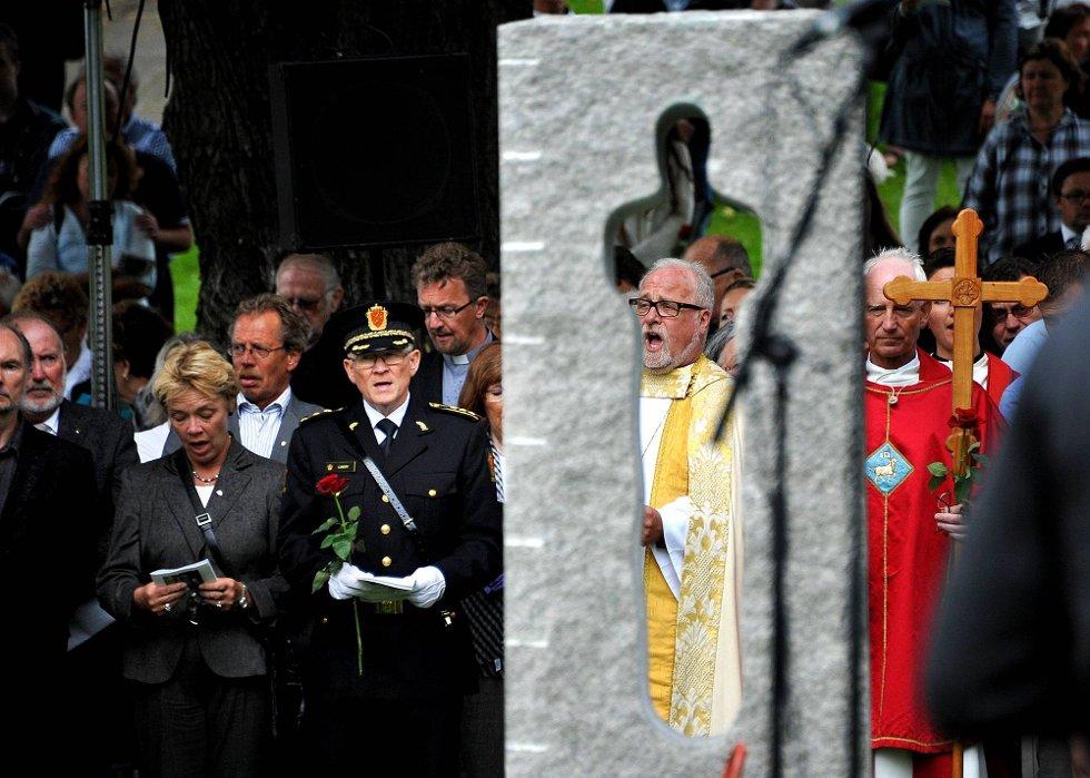 Minnemarkering etter 22 juli 2011, her ser vi bl.a biskop Atle Sommerfeldt, prost Dag Mysen, og rådmann Unni Skaar *** Local Caption *** Foto: Jarl M (Foto: )