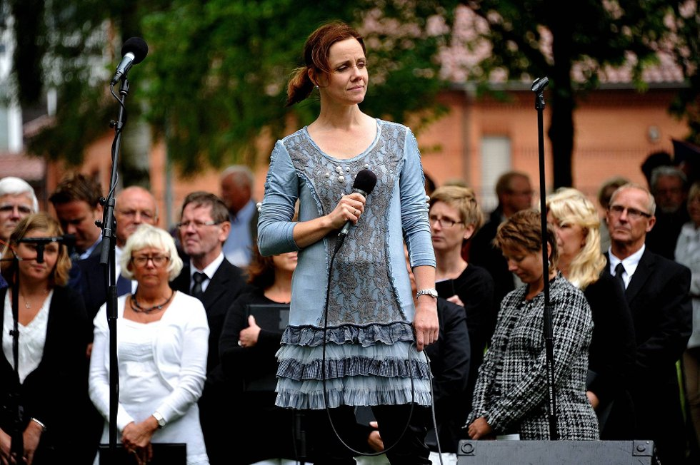 Minnemarkering etter 22 juli, Åshild Skiri Refsdal sang *** Local Caption *** Foto: Jarl M (Foto: )