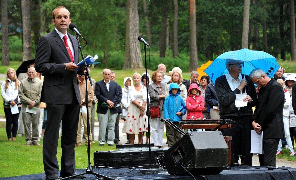 Minnemarkering, ordfører Sindre Martinsen-Evje holder tale *** Local Caption *** Foto: Jarl M (Foto: )