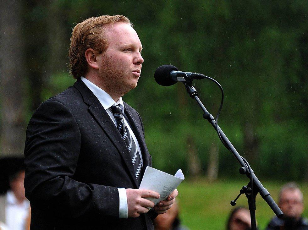 Minnemarkering etter 22 juli, Emil Engeset fra Høyre holder tale *** Local Caption *** Foto: Jarl M (Foto: )