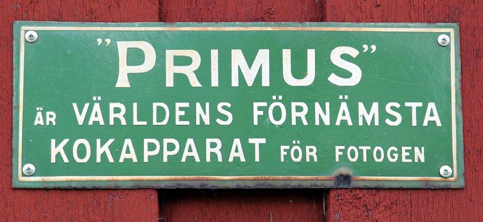 Gammelvala i Brunskog 2012. Parafin-skilt. Foto: FREDE Y. ERIKSEN *** Local Caption *** Foto: Frede Y. Eriksen (Foto: )
