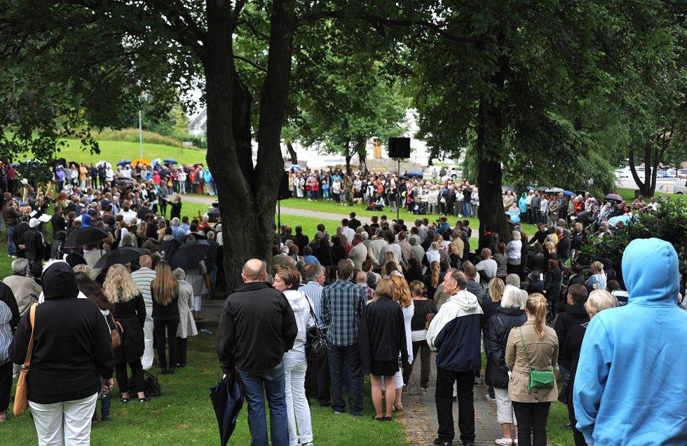 Minnemarkering etter 22 juli i Kirkeparken. (Foto: JARL MORTEN ANDERSEN)