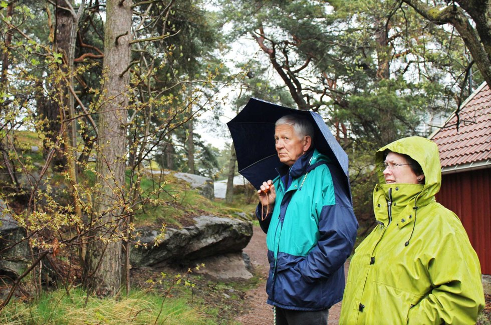 Teknisk hovedutvalg var på befaring på tomta i Dalsveien i april. Her er utvalgsleder Svein O. Ringøen og Høyres Anne Mitsem Borgersen.