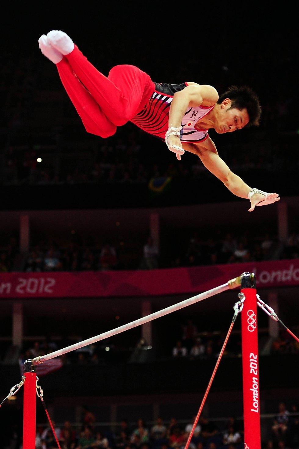 Kazuhito Tanaka fra Japan strekker seg forhåpentlig ikke forgjeves. (Foto: Mike Hewitt, Getty Images/All Over Press/ANB)