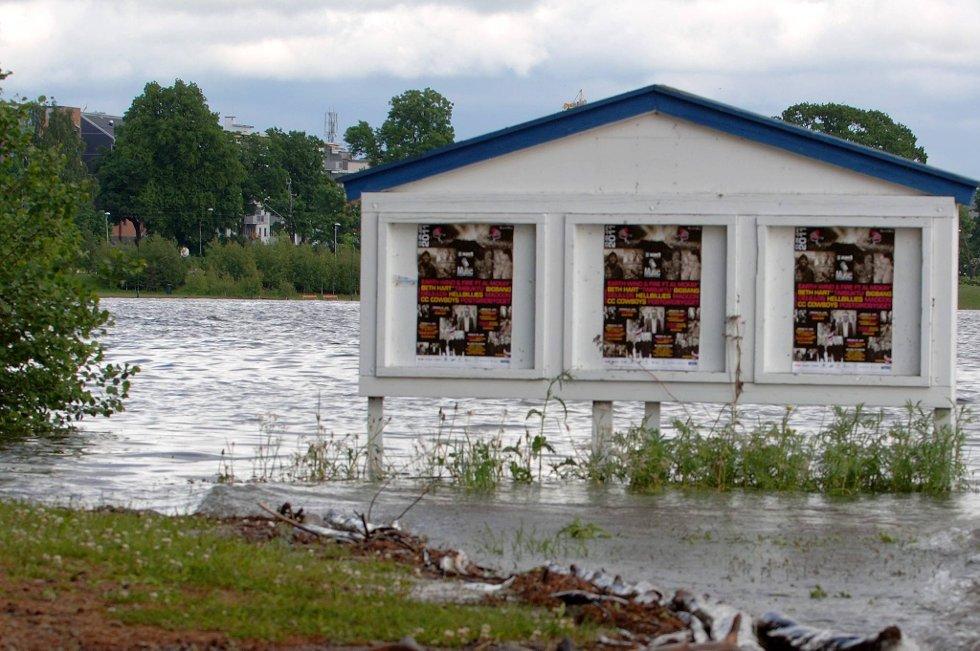 Til tross for mindre regnvær enn fryktet, har vannmassene gjort ødeleggelser flere steder i Hedmark.