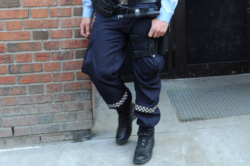 Politiet jaktet på mannen til fots og pågrep ham midt ute i Akerselva.