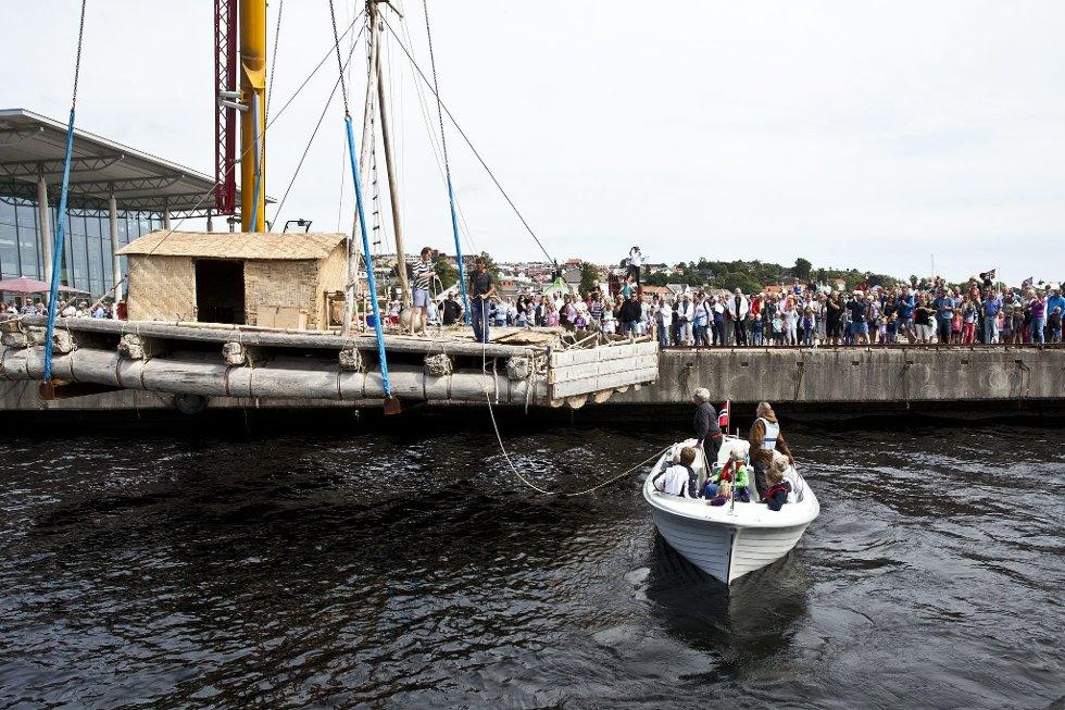 Kon-Tiki                 Sjøsettelse                                  Foto: mats Grimsæth *** Local Caption *** (Foto: )