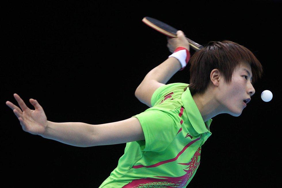 Nei, Ning Ding, du skal ikke spise ballen...  (Foto: Feng Li, Getty Images/All Over Press/ANB)
