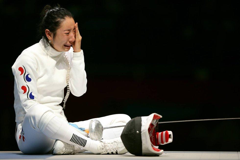 A Lam Shin sitter gråtende på gulvet etter at motstanderen har fått inn et avgjørende støt i det aller siste sekundet. Koreaneren endte opp med den bitre fjerdeplassen. (Foto: Hannah Johnston, Getty Images/All Over Press/ANB)