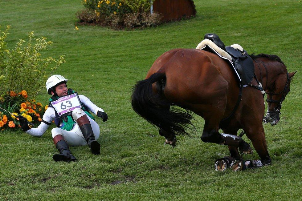 Australske Clayton Fredericks og hesten Bendigo i trøbbel. (Foto: Alex Livesey, Getty Images/All Over Press/ANB)