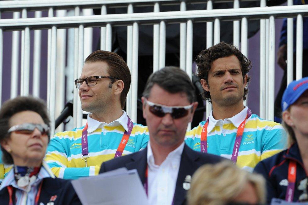 Noe betuttet prins Daniel og prins Carl Philip tirsdag formiddag. Noen timer kom endelig den første svenske OL-medaljen, en sølv i en hestegren. (Foto: Pascal Le Segretain, Getty Images/All Over Press/ANB)