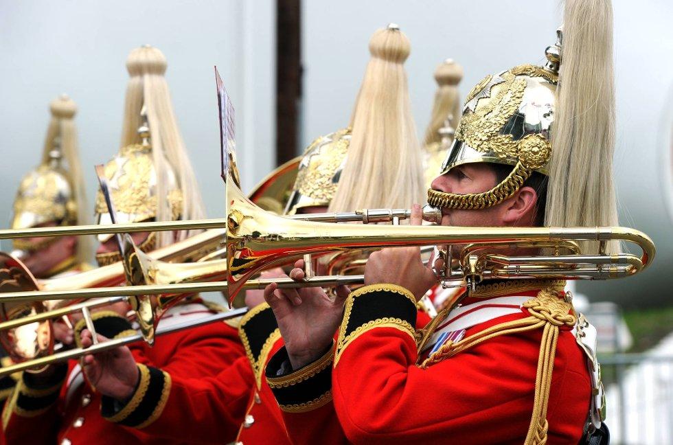 Korpset under pausen i skeet hadde pusset både hatten og trombonen. (Foto: Vidar Ruud, ANB)