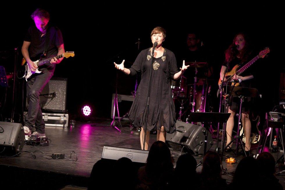 Godt sammensatt: Bandet til Dahl lagde akkurat den retten stemningen rundt de vakre melodiene hennes.