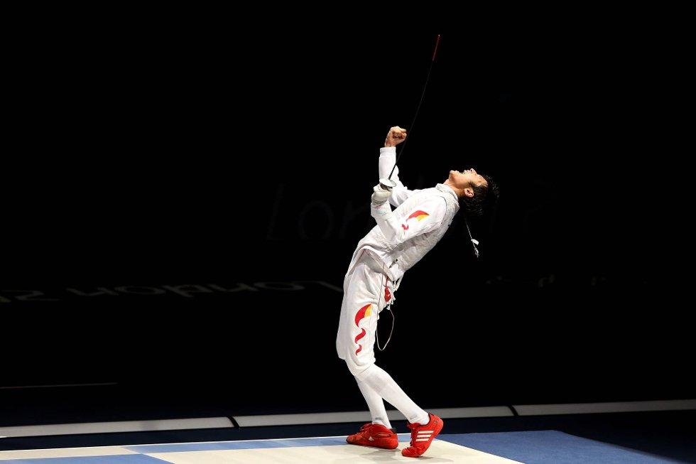 Sheng Lei feirer fektegull. (Foto: Hannah Johnston, Getty Images/All Over Press/ANB)