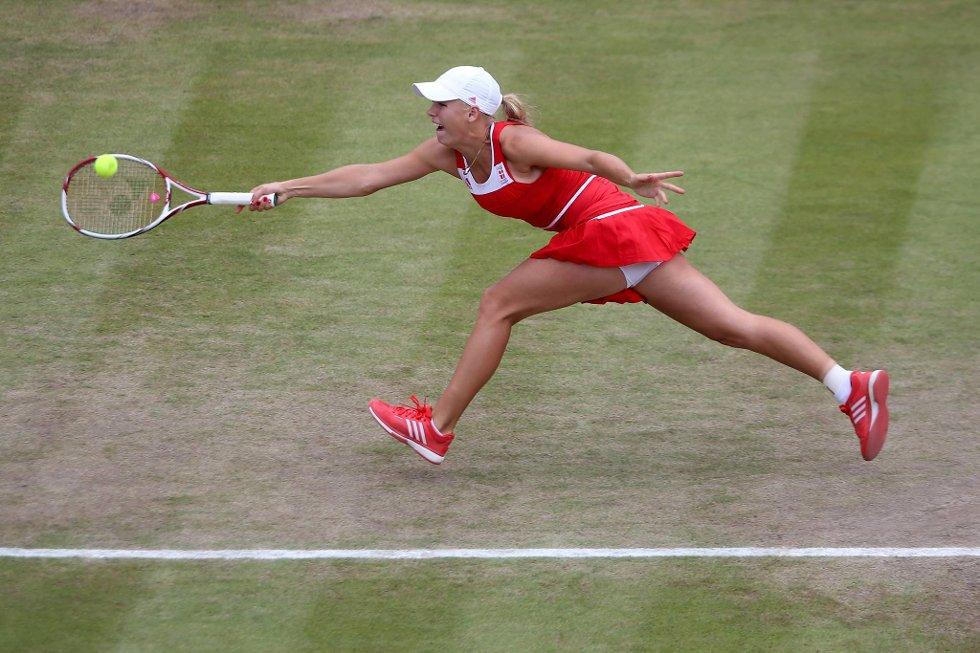 Den danske yndlingen Caroline Wozniacki kjemper det hun kan, men det holdt likevel ikke mot den sterke Serena Williams fra USA. (Foto: Clive Brunskill, Getty Images/All Over Press/ANB)
