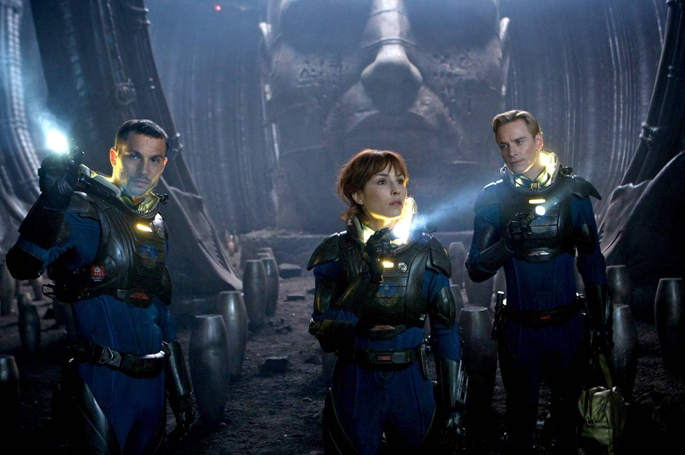 Noomi Rapace og Michael Fassbender utforsket rommet i «Prometheus». Det skal de fortsette med.
