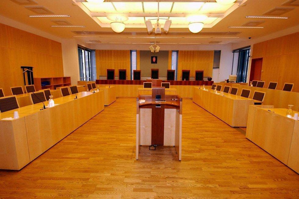 En dommer i Bergen fortsetter å dømme selv om arbeidsgiveren allerede i 2010 fastslo at han har «avvikende og sviktende vurderingsevne».