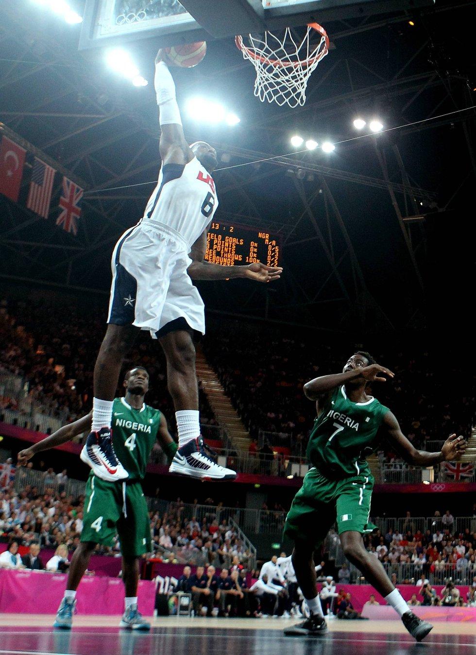 LeBron James viser hvordan det skal gjøres på basketbanen. (Foto: Christian Petersen, Getty Images/All Over Press/ANB)