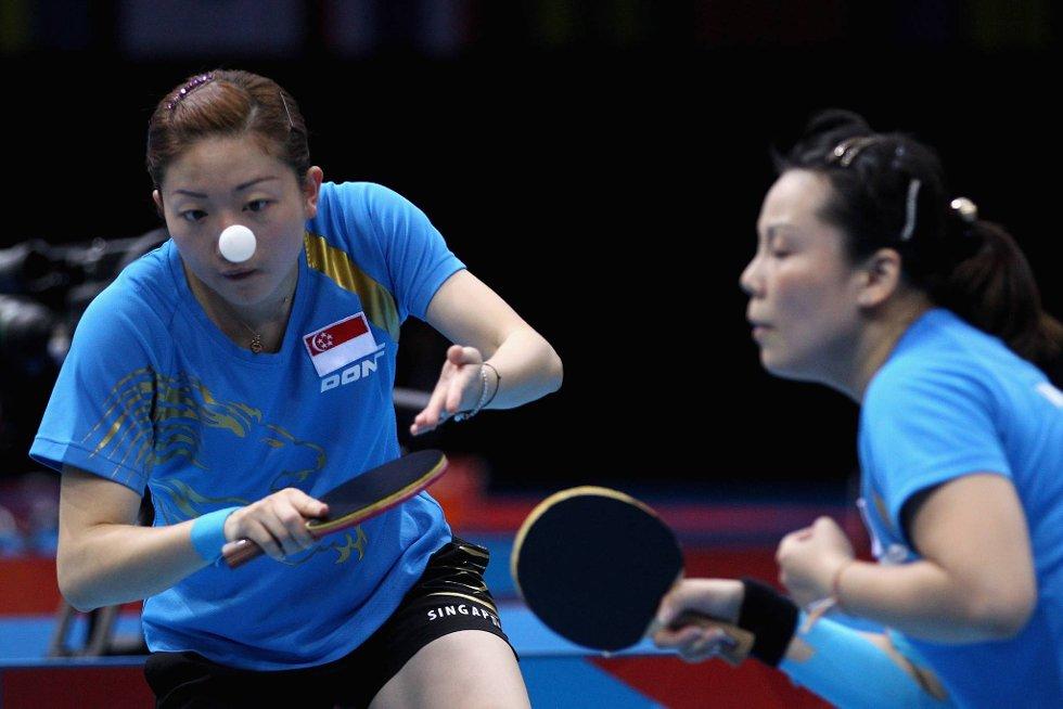 Jeg tar den! Nei, jeg! Yuegu Wang og Jiawei Li har forhåpentlig kontroll på hvem som skal slå denne. (Foto: Feng Li, Getty Images/All Over Press/ANB)