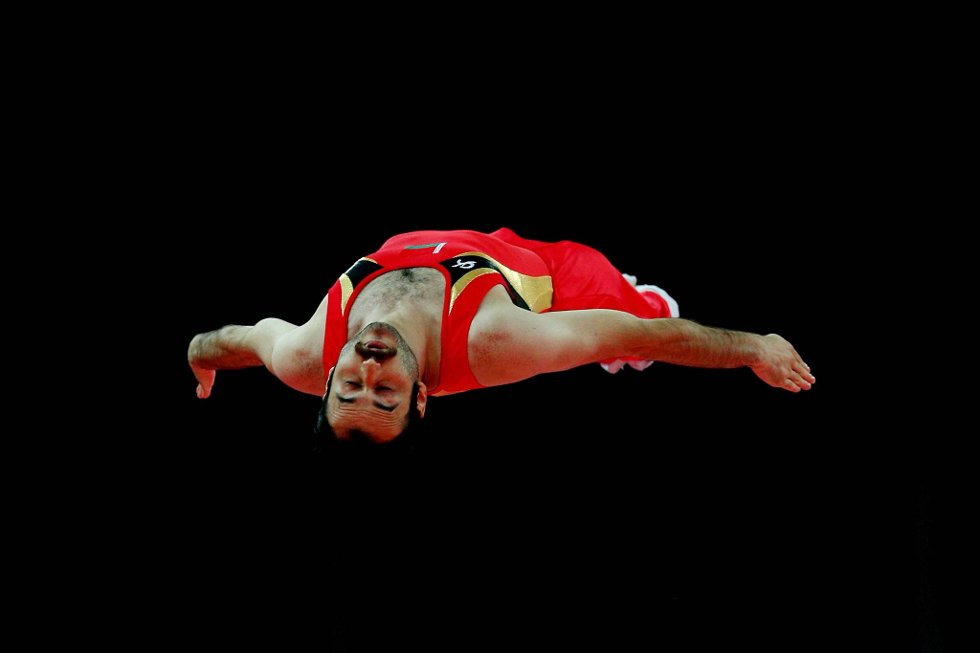 Hviterussiske Viatsjaslau Modzel flyter i intet. Han deltar i den noe spesielle øvelsen trampoline. (Foto: Cameron Spencer, Getty Images/All Over Press/ANB)