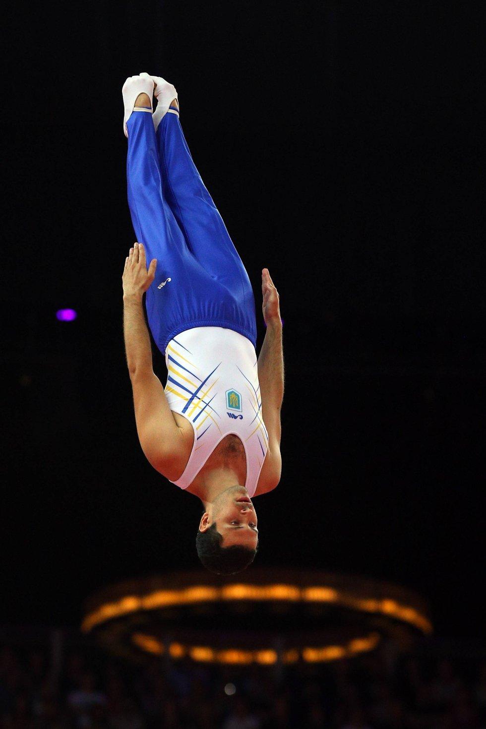 Treffer han ringen mon tro? Juij Nikitin fra Ukraina i trampoline-aksjon. (Foto: Cameron Spencer, Getty Images/All Over Press/ANB)