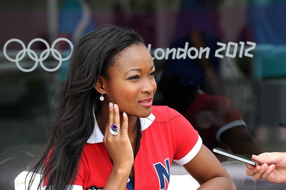 Ezinne Okaparabeo løper i første heat.