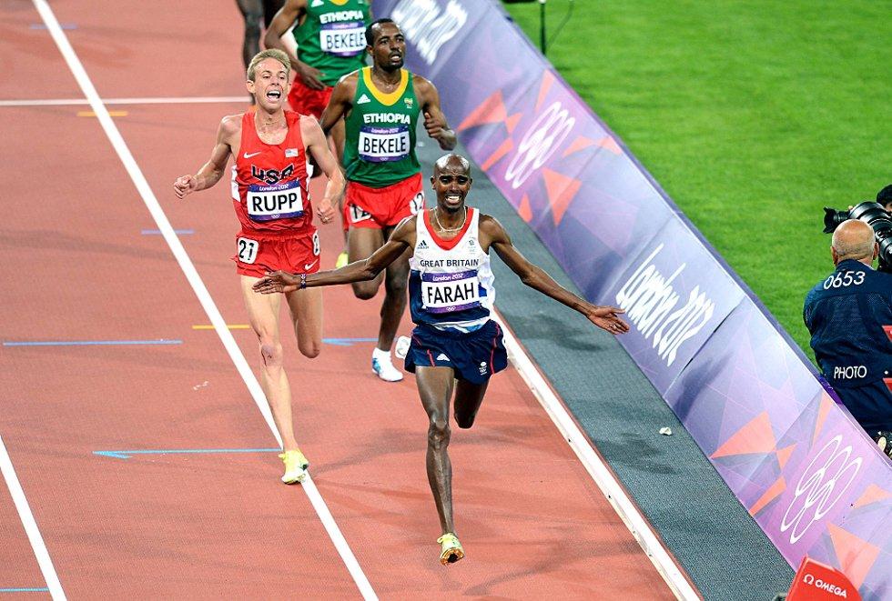 Mo Farah kronet en britisk jubelkveld på friidrettsstadion da han vant 10.000 meter