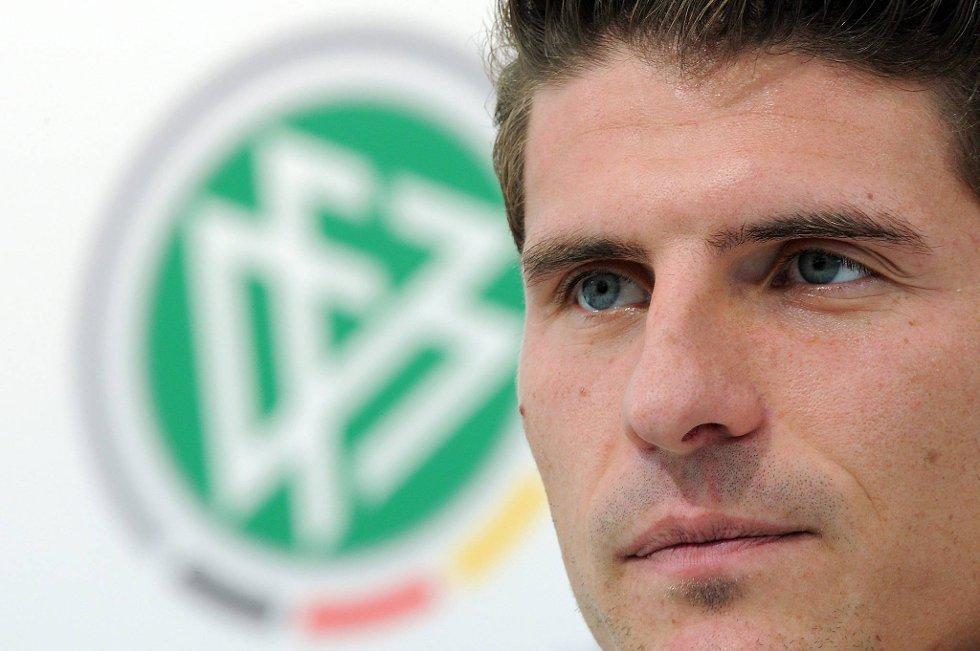 Bayern München-spiss Mario Gómez må gjennom en ankeloperasjon få uker før den tyske serieåpningen.