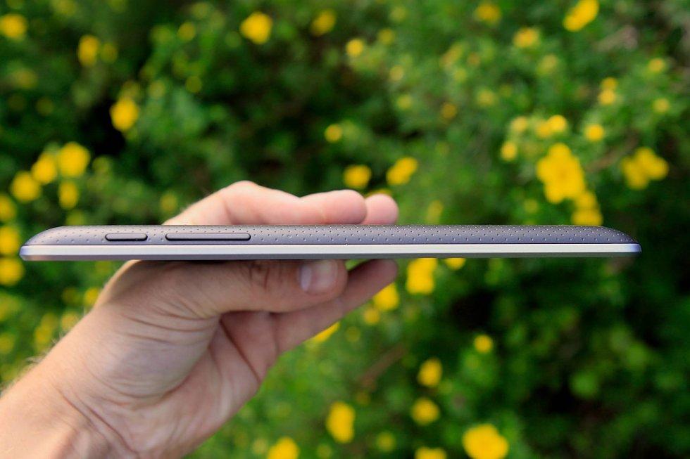 Google Nexus 7 er med sine 10,5 millimeter tykkere enn 10-tommers nettbrett som iPad og Samsung Galaxy Tab 2 10.1.