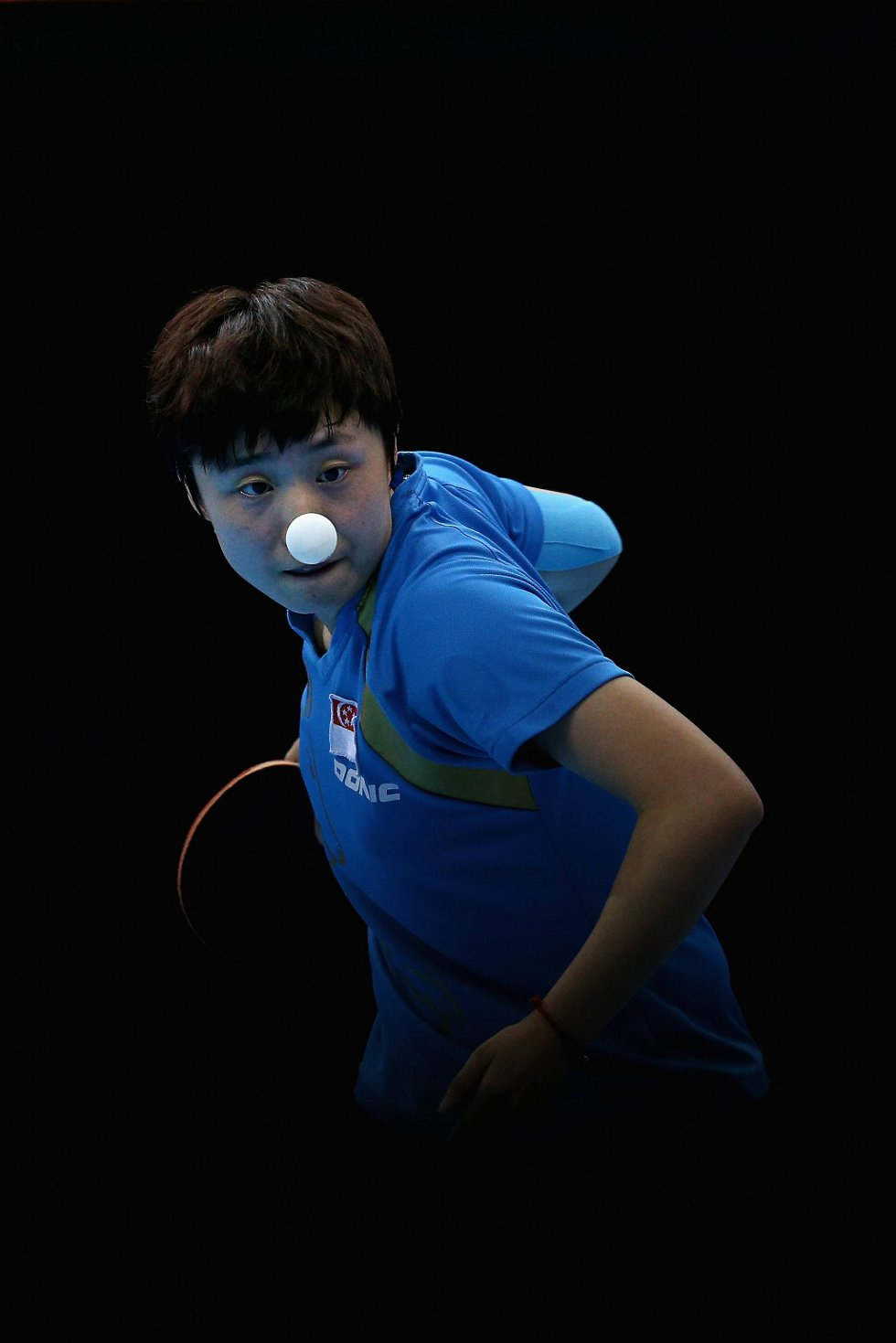 Tianwei Feng med en aldri så liten klovnenese. (Foto: Feng Li, Getty Images/All Over Press/ANB)