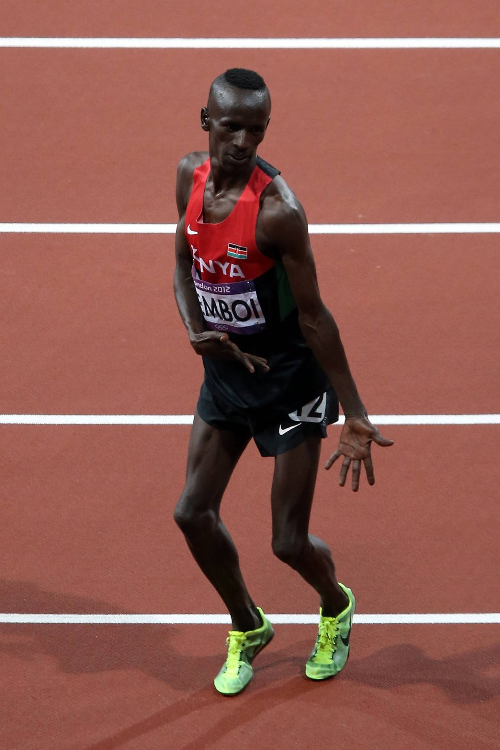 Huffda. Hold deg til 3.000 meter hinder du, Ezekiel Kemboi, for danse kan du åpenbart ikke. (Foto: Quinn Rooney, Getty Images/All Over Press/ANB)