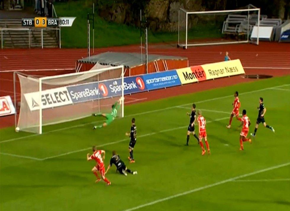 Her skrur Erik Huseklepp inn 4-0-scoringen mot Stabæk.