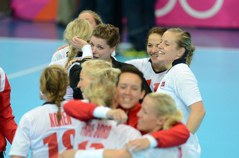 Finn en feil... Kari Aalvik Grimsbø gråt - men det var av glede - etter kampen mot Brasil.  (Foto: Vidar Ruud, ANB)