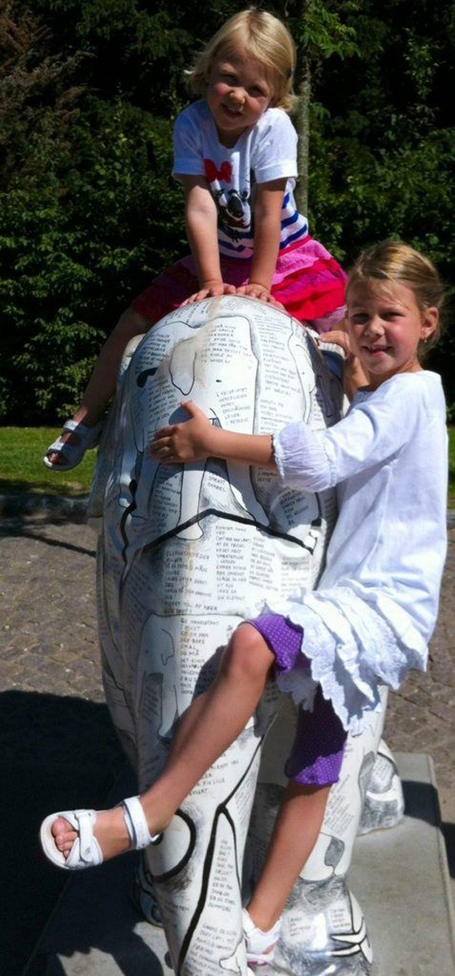 Hilsen fra København: Thelise og Selma sender en sommerhilsen fra Zoo i København. Gleder oss til å treffe alle vennene våre igjen! Foto: Mette Margrethe Hernæs (Foto: )