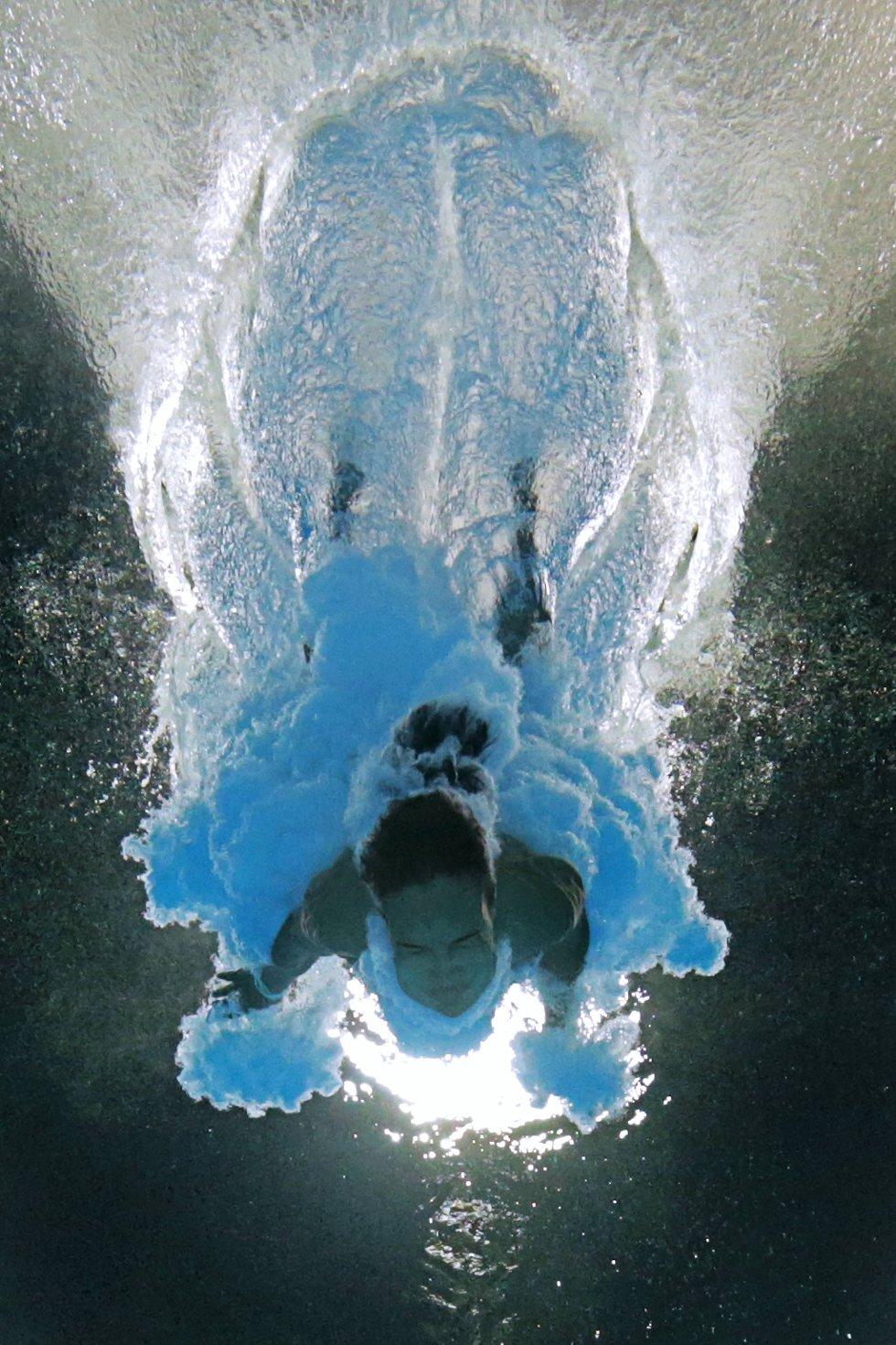 Slik ser det ut når Cubas Anna Rivera slår ned i vannet fra 10-meteren. (Foto: Adam Pretty, Getty Images/All Over Press/ANB)