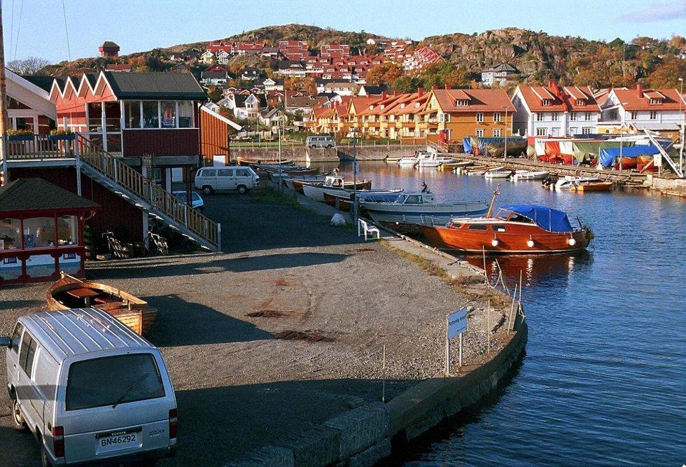 Trukket seg: Gunnar Knutsen (innfelt) har trukket seg som leder av Stavern båtforening. Både den nye styrelederen Dag Tungvåg og havnedirektør Jan Fredrik Jonas beklager avgjørelsen. (Arkivfoto)