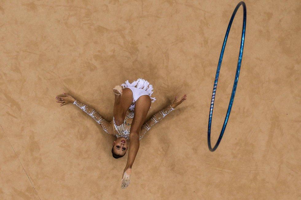Daria Dmitrieva fra Russland slenger ringen til værs under rytmisk gymnastikk. (Foto: Chris McGrath, Getty Images/All Over Press/ANB)