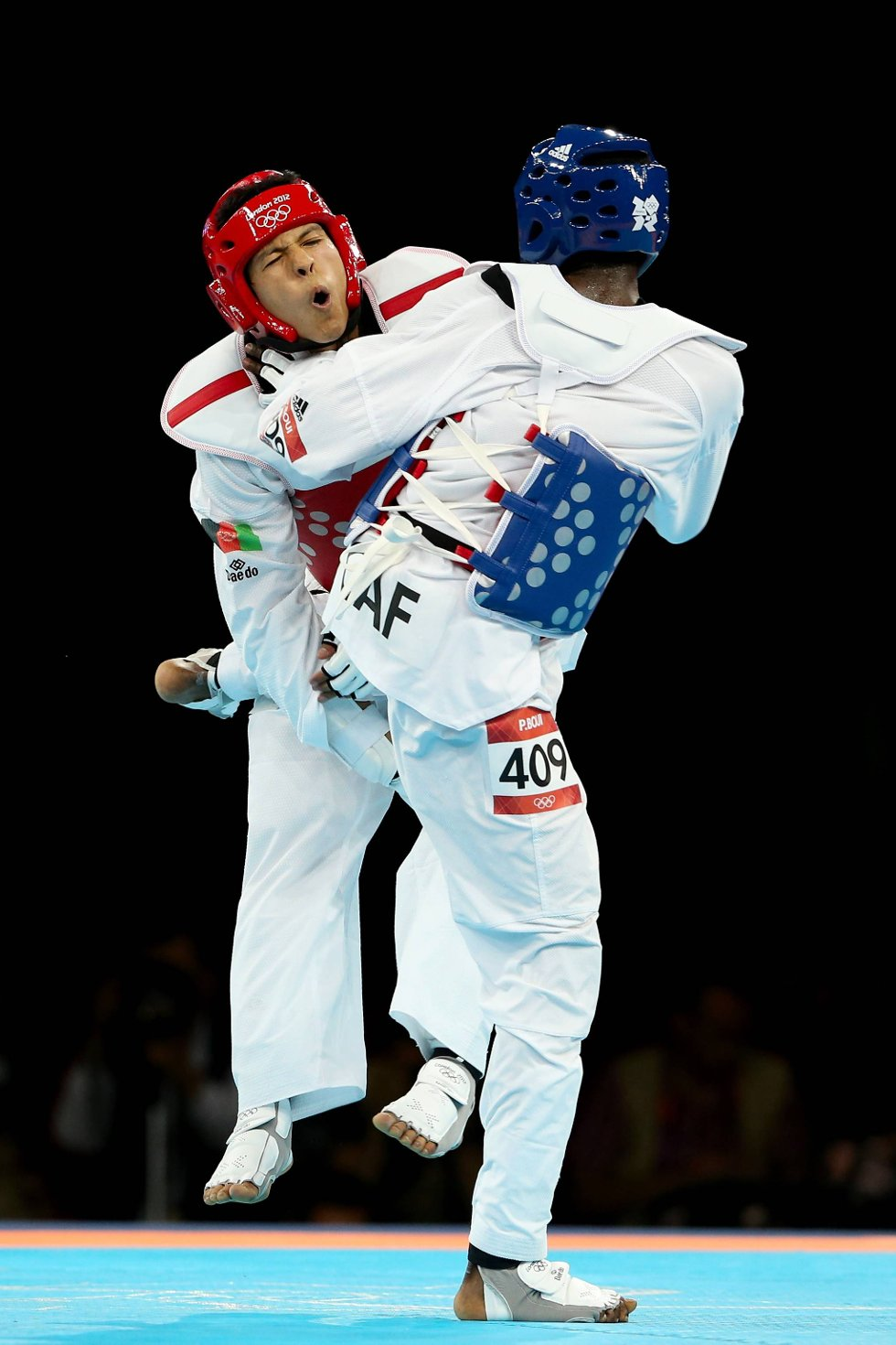 Auda! Rohulla Nikpah fra Afghanistan ser ikke ut til å ha det veldig bra mot David Boui i -68 kilosklassen i taekwondo. (Foto: Scott Heavey, Getty Images/All Over Press/ANB)