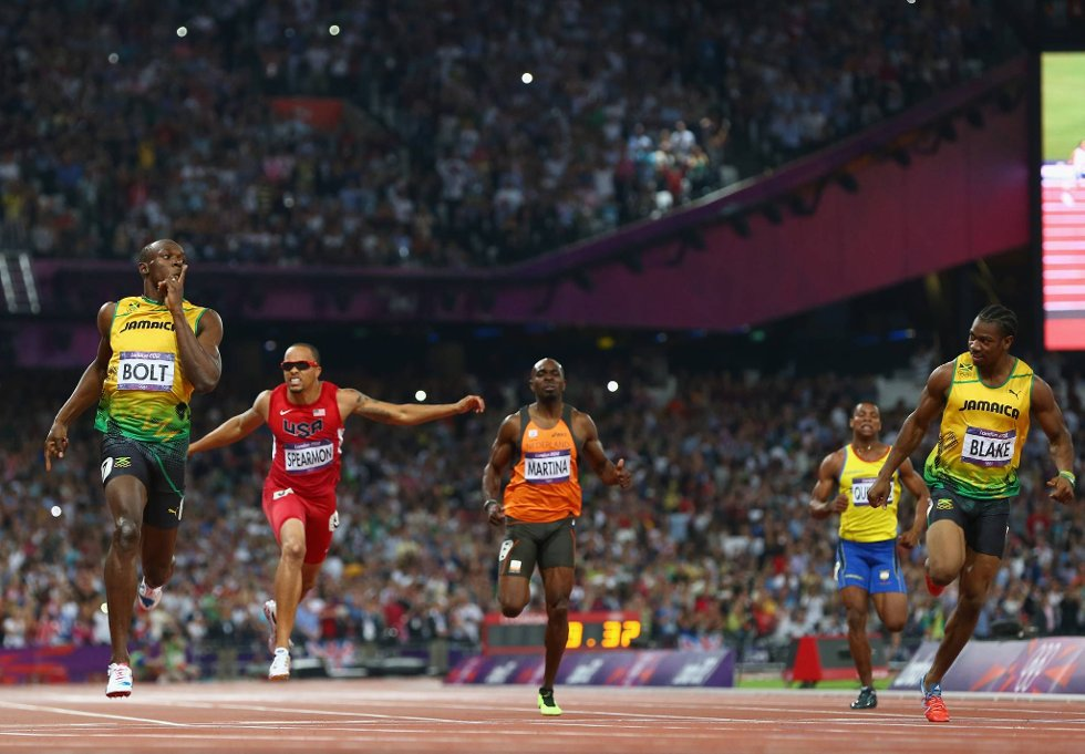 Shhhhh. Usain Bolt raser inn til en soleklar seier på 200 meter. (Foto: Michael Steele, Getty Images/All Over Press/ANB)