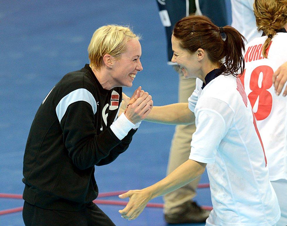 Ja, vi vant! Kari Mette Johansen og Katrine Lunde Haraldsen feirer finaleplass. (Foto: Vidar Ruud, ANB)